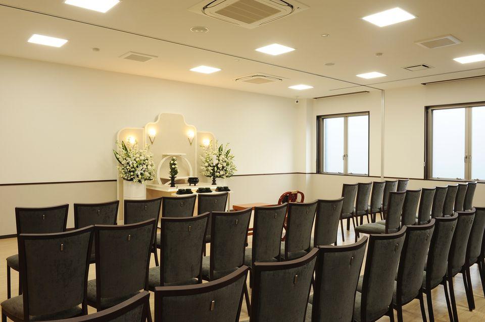 法要室:ご葬儀後の初七日法要を始め、各種法要を承っております。ご宗旨、宗派にかかわらず対応できます。