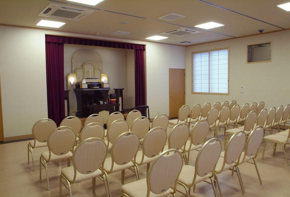 法要室:式場とは別棟のため、法要も貸し切りの状態でゆったりとおくつろげ頂けます。初七日のみならず、忌明け法要・初盆と葬儀後の法要にもご利用いただけます。