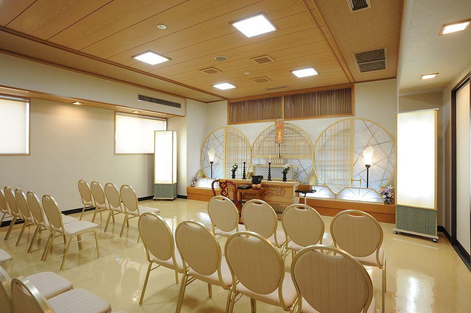 法要室:葬儀当日の初七日法要の式場です。また、以後の四十九日法要、初盆法要、年忌法要も承っております。