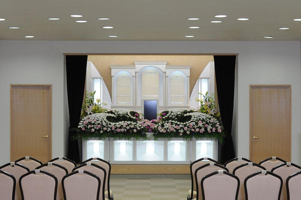 養老:30名から40名様まで収容可能で、家族葬など小規模のお葬式でご利用いただいております。斎奉閣オリジナルの「和み葬プラン」や名張斎奉閣限定の「エンディングプラン」など家族葬の種類が豊富です。