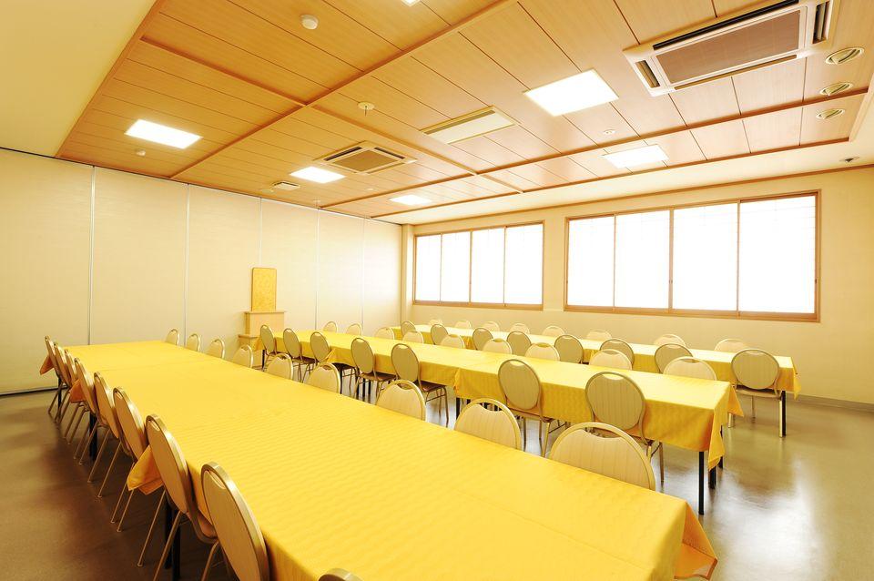 食事室:初七日法要後のお食事を召し上がっていただくお部屋です。ご希望の方には、通夜後のお食事でもご利用頂いております。また、各種法要後のお食事もご利用いただけます。