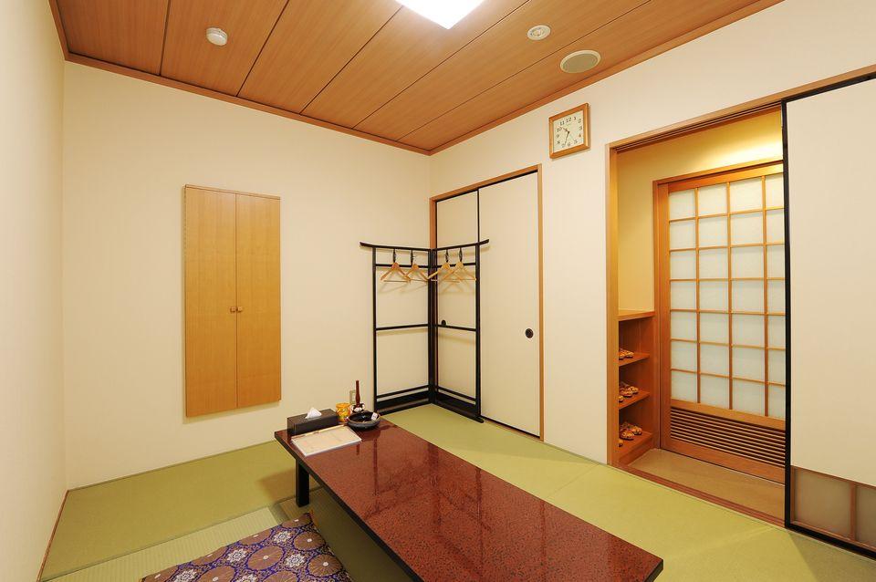 寺院控室:宗教関係者の控室をご遺族様の控室とは別室にてご用意しております。