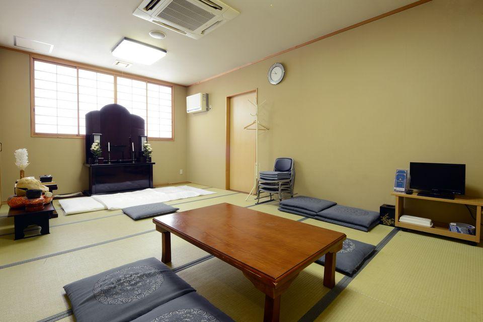 安置室:病院などから直接会館にご安置するお部屋です。お布団もあるので故人様のお近くでお休みしていただけます。