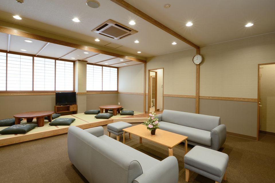 養老(親族控室):式場のすぐ横に親族控室があり、ベットルーム・お風呂も完備しております。ゆっくりとご自宅にようにくつろげる空間をご用意しました。