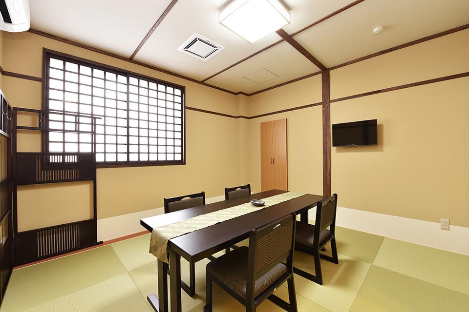 寺院控室:宗教関係者の控室をご遺族様の控室とは別室にて用意しております。