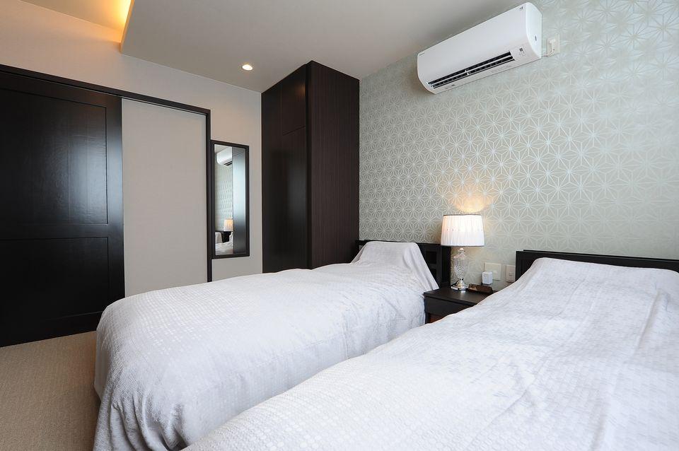 遺族控室:遺族控室では和と洋を兼ね備えた落ち着きのある空間になっております。ベッドルームもあるのでご遺族様にも負担がかからず、ゆっくりお休みできます。